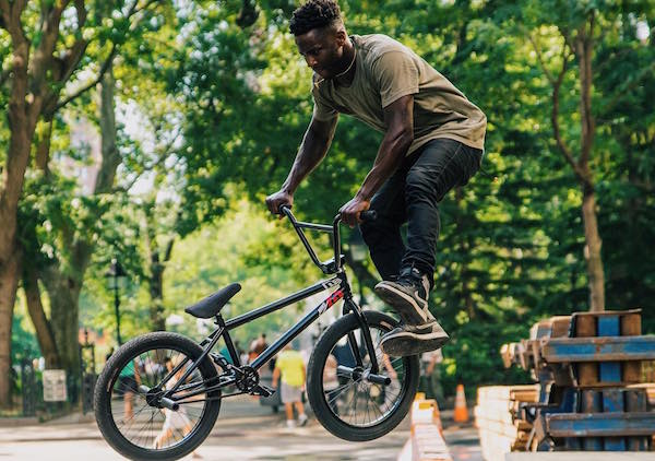 dave the bmx rider Bmx the game has hundreds of bike pieces from famous bmx brands to build up your bike with, what ever you want to ride: regular bmx, 24″, 26″ or even minibmx it's there adjust all the bike details according to your preferences like gyro, brakes, pegs, seat, colors, stickers.